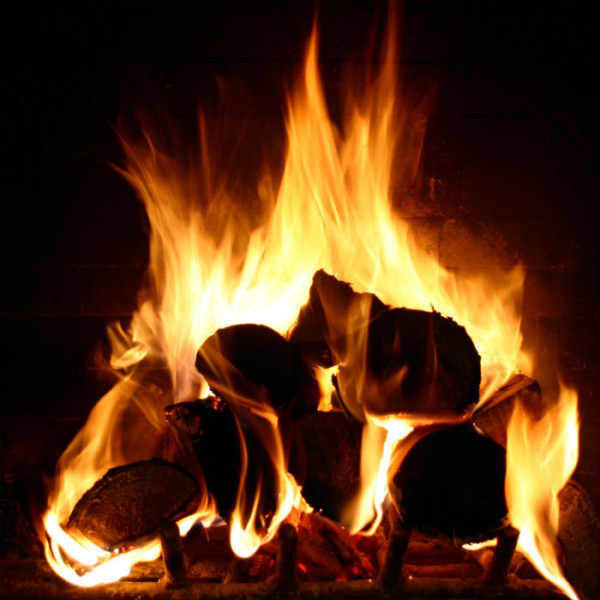 bav-cosy-log-fire